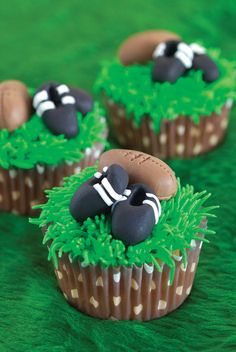 Photo super cute rugby cupcakes for a birthday party or football theme celebration. I could imagine some Queensland reds footy boots for thi.