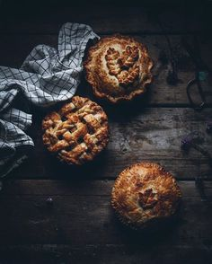 WEBSTA @ linda_lomelino - I made a bunch of tiny pies for our sweet guests to style and photograph 👌🏼✨ Dark Food Photography, Cake Photography, Flower Photography, Fall Recipes, Sweet Recipes, Confort Food, Good Enough To Eat, Fall Baking, Slow Food