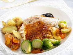 Truthahnbraten mit Ofengemüse ist ein Rezept mit frischen Zutaten aus der Kategorie Pute. Probieren Sie dieses und weitere Rezepte von EAT SMARTER!