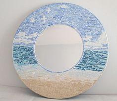 Miroir en Emaux de Briare qui représente la mer,la plage et le ciel bleu. Le miroir: D=20 cm Un joint: bleu et pêche. D = 40 cm env. 2 kg   A votre disposition pour toutes - 16836881