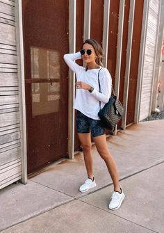 Casual Sporty Outfits, Summer Shorts Outfits, Athleisure Outfits, Athletic Outfits, Short Outfits, Gym Outfits, Fitness Outfits, Athleisure Fashion, Fitness Wear