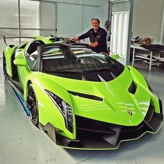The Lamborghini Huracan was debuted at the 2014 Geneva Motor Show and went into production in the same year. The car Lamborghini's replacement to the Gallardo. The Huracan is available as a coupe and a spyder. Lamborghini Veneno, Lamborghini Vert, Carros Lamborghini, Koenigsegg, Pagani Zonda, Exotic Sports Cars, Exotic Cars, Sexy Autos, Luxury Sports Cars