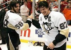 Kris and Sid win The Cup and each, Got into a Fight !!! Pens Hockey, Hockey Teams, Hockey Players, Ice Hockey, Blackhawks Hockey, Chicago Blackhawks, Pittsburgh Sports, Pittsburgh Penguins Hockey, Lets Go Pens