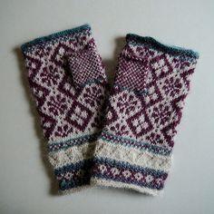 Knitting Charts, Knitting Stitches, Hand Knitting, Knitting Patterns, Fingerless Mittens, Knit Mittens, Knitted Gloves, Wrist Warmers, Hand Warmers