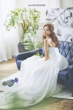 View photos in 2018 New Sample. Pre-Wedding photoshoot by Chungdam Studio, wedding photographer in Seoul, Korea. Wedding Girl, Wedding Story, Korean Photoshoot, Photoshoot Ideas, Wedding Dress Accessories, Wedding Dresses, Korean Bride, Wedding Photography Packages, Wedding Company