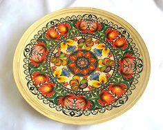 Platou cu motiv traditional romanesc lemn de bambus Diy And Crafts, Flora, Decorative Plates, Tableware, Home Decor, Design, Green, Bamboo, Dinnerware