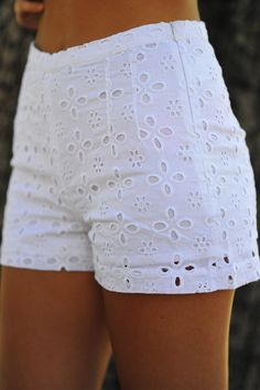 Darling In Daisy Shorts: White Gorgeous Short Outfits, Summer Outfits, Casual Outfits, Cute Outfits, Fashion Outfits, Fashion Trends, Daisy Shorts, White Lace Shorts, Eyelet Shorts