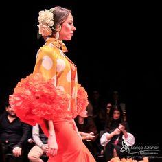 Pedro Béjar nos maravilla con #OMNIUM donde #BlancoAzahar ha tenido el placer de colaborar con sus #Floresdeflamenca . Simof 2018 - Salón Internacional de Moda Flamenca 2018 en Fibes Sevilla. Colección que toma el nombre originario de la localidad natal del diseñador, #Hinojos. #PedroBéjar #moda #fashion #ModaFlamenca #Sevilla #TrajesdeFlamenca #Simof #photography by @LolaMontiel Ready To Wear, Aurora Sleeping Beauty, Disney Princess, How To Wear, Art, Xmas, Orange Blossom, Flamingo, Haute Couture