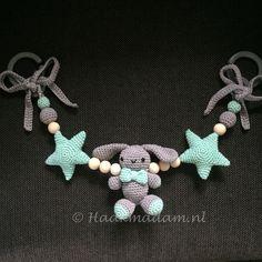 Wagenspanner 'Hangoorkonijn met sterren' – Haakmadam Cute Crochet, Crochet Toys, Crochet Baby, Knit Crochet, Newborn Toys, Baby Toys, Baby Rattle, Baby Room Decor, Baby Accessories