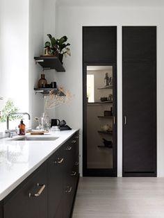 Eksklusive kjøkken i brunt fra Drømmekjøkkenet. Her viser vi fronten Bistro i brunbeiset ask. Kjøkkeninspirasjon finner du hos Drømmekjøkkenet!