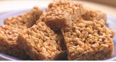 Biggest Loser Crispy Peanut Butter Squares Calories) Maybe a good snack for work! Healthy Desserts, Just Desserts, Delicious Desserts, Healthy Rice, Healthy Food, Healthy Recipes, Biggest Loser Recipes, Yummy Treats, Sweet Treats