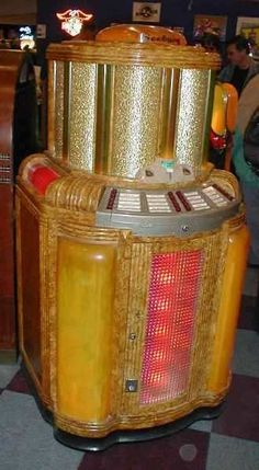 Seeburg golden jukebox. #music #jukebox #vintageaudio http://www.pinterest.com/TheHitman14/ghosts-of-audios-past/