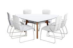Ayana Outdoor buitenmeubels.Lima-tafel 3x190 in driehoek, ontwerp gebaseerd op organische houten meubelen uit de jaren 50. Teakpoten verbonden met wit gespoten aluminium frame.