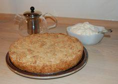 Tvebakkage - kun 3 ingredienser. Æg, sukker og tvebakker - en måde at få brugt sit tørre brød på?