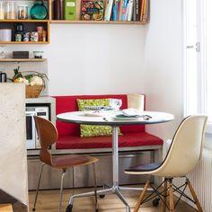 Le style vintage s'empare du coin petit déjeuner dans la maison de famille Eames, Piece A Vivre, Style Vintage, Coin, Architecture, Table, Furniture, Studio, Decoration