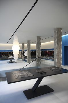 Issey Miyake London Flagship Store, UK. Architecture and lighting design: Tokujin Yoshioka. Lighting products: iGuzzini illuminazione. Photographed by: Antony Crolla. #iGuzzini #lighting #LaserBlade #System53