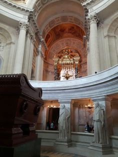 The tomb of Napoleon, statues of victories, and the alter.  The Invalides Dome Church, Paris. (Photo: WendyJames ● August 2016)