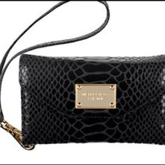 Micheal kors iPhone wristlet, want this!!!!
