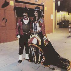 Cosplayers circenses en la entrada de la #Funiparty de Funidelia