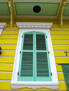 New Orleans (loving the color here. Amazing Architecture, Art And Architecture, Architecture Details, House Color Schemes, House Colors, New Orleans Homes, New Homes, New Orleans Architecture, Shotgun House