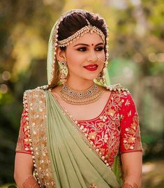 If you have a round face then surely save this matha patti and shine outstanding. Indian Wedding Hairstyles, Indian Wedding Outfits, Indian Outfits, Indian Bridal Lehenga, Indian Bridal Fashion, Hot Topic Clothes, Clothes For Women, Bridal Looks, Bridal Style