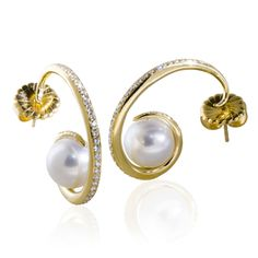 Love those pearl golden ear rings