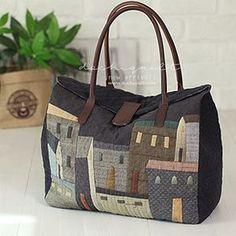 刺し子トートバッグ自作 Patchworked fabric bag with Sashiko stitching. Japanese Patchwork, Japanese Bag, Patchwork Bags, Quilted Bag, Crazy Patchwork, Japanese Style, Dior Kids, Diy Bags Purses, Bag Pattern Free