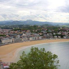 Ausblick von der Festung auf dem Monte Urgull auf San Sebastian und die Bucht. San Sebastian in Spanien #spain #spanien #reisen #travel #sansebastian  Find out more: http://www.nicolos-reiseblog.de