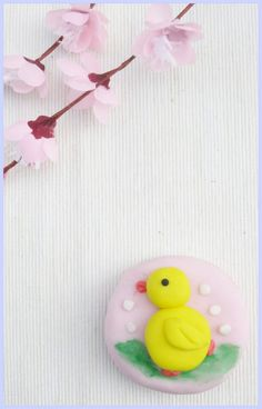Belle Cake Topper and Mould: its chick.