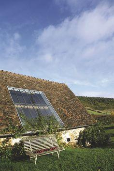 Une maison avec verger entièrement rénovée en Normandie. Plus de photos sur Côté Maison http://petitlien.fr/7e0g