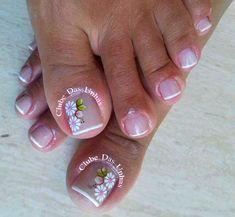 17 Ideas french pedicure designs toenails pretty toes for 2019 Cute Toe Nails, Fancy Nails, Pretty Nails, Pretty Pedicures, Classy Nails, Pretty Toes, Pedicure Nail Art, Toe Nail Art, Diy Sharpie