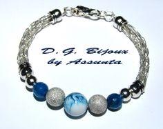 bracciale  in metallo placcato argento con perla striata, perle satinate e lapislazzuli