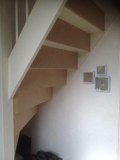 Trap dichtmaken met kastje eronder | voordemakers.nl Open Trap, Decoration, Entrance, Stairs, Diy Projects, Basement, Home Decor, Ideas, Home Decoration