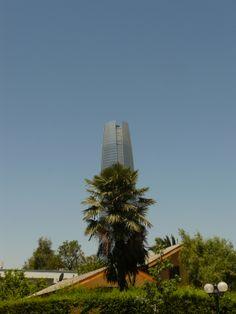 Naturaleza y lo moderno. vista fondo Torre Costanera Center.