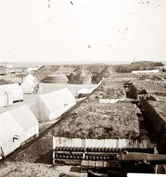 Interior view of Fort Wagner, showing quarters of Federal garrison. American Civil War, American History, Old Pictures, Old Photos, Morris Island, Fort Sumter, War Novels, War Image, Civil War Photos