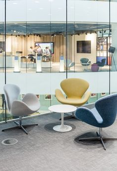 Swan Chair by Fritz Hansen in the Hammerson offices in London.