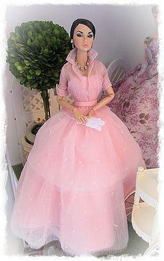 Poppy in Dressmaker Details