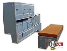 Einbaubeispiel, links für Def. 110 SW, mit Hochschrank und Kühlschrankunterbau und re mit Radkastensitzbox, dies wäre für Fahrzeuge mit Original Fondsitzen