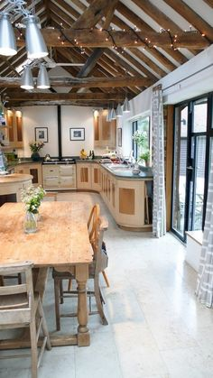 Check Out 33 Beautiful Barn Kitchen Design Ideas. The main decor piece in a barn kitchen is wooden beams which make the space cozy, rustic and sweet. Küchen Design, House Design, Design Ideas, Design Trends, Barn Kitchen, Kitchen Country, Rustic Kitchen, Nice Kitchen, Kitchen Ideas