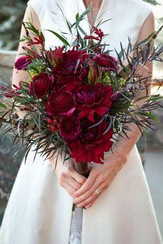 Beautiful Red Winter Wedding Flowers Ideas 17