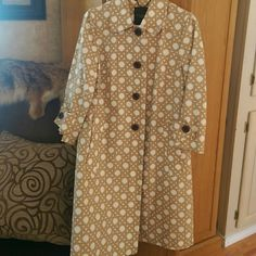 Talbot's sz 4 jacket Gold with cream hexagon pattern, it is an adult sz. 4 I believe this would fit 4-6 Talbots Jackets & Coats