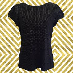 • vintage 90s black and gold t-shirt • raised gold polka dots throughout • slightly puffed sleeves • neckline: 13 • bust: 36 • length: 22 • sleeve: 5 1/2   a classic tee kicked up by the texture of the gold dots!   ❉ ❉ ❉   check out www.instagram.com/vintish.nyc for other amazing post-90s items!   ❉ ❉ ❉  as with all vintage items, expect some wear. i inspect everything to make sure its just as described, but im happy to send additional information & photos if needed!  want to bu...