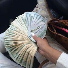 Pengar är nånting som alla vill ha, behöver och älskar.  Så för mig är det en självklar anledning