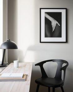 Black Office Chair in minimalist Scandinavian Office design via Sara Medina Lind Bright Apartment, Contemporary Bedroom, Contemporary Building, Contemporary Cottage, Contemporary Apartment, Contemporary Wallpaper, Contemporary Office, Contemporary Chandelier, Contemporary Landscape