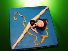 Muñeca de gimnasia rítmica modelada en fondant.  -Rhythmic gymnastics doll modeled in fondant