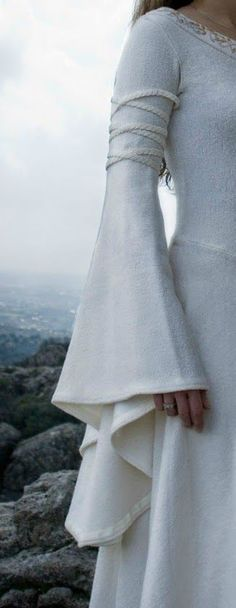 eowyn dress - eowyn & eowyn and faramir & eowyn costume & eowyn tattoo & eowyn art & eowyn aesthetic & eowyn quotes & eowyn dress Sleeves Designs For Dresses, Sleeve Designs, Blouse Designs, Dresses With Sleeves, Medieval Costume, Medieval Dress, Medieval Fantasy, Medieval Fashion, Medieval Clothing
