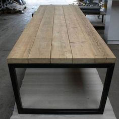 Old beams top with steel O-frame- Oude balken blad met stalen O-frame Old beams top with steel O-frame - Wooden Dining Tables, Patio Dining, Patio Table, Diy Table, Dining Room Table, Outdoor Dining, Dining Rooms, Woodworking Furniture, Metal Furniture