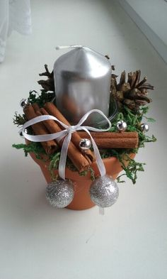 Vánoční dekorace svícen malý Christmas Makes, Country Christmas, Winter Christmas, Christmas Time, Pine Cone Crafts, Christmas Projects, Holiday Crafts, Christmas Arrangements, Christmas Centerpieces