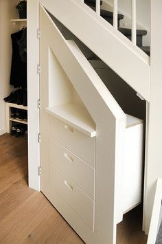 Diy home decor Staircase Storage, Stair Storage, Under Stairs Cupboard, Shelves Under Stairs, Open Trap, Dorm Room Organization, Hidden Rooms, Secret Rooms, House Stairs