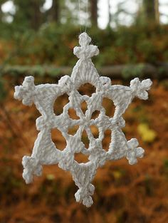 Simple Picot Snowflake, free pattern by Nicole Miller -- only 3 rounds,  any yarn/hook can be used.  Pic from Ravelry Project Gallery.  Hot weather is definitely the time to make snowflakes  :-)   . . . .   ღTrish W ~ http://www.pinterest.com/trishw/  . . . .    #crochet #motif